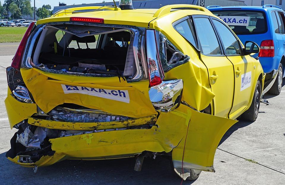 škoda na autě