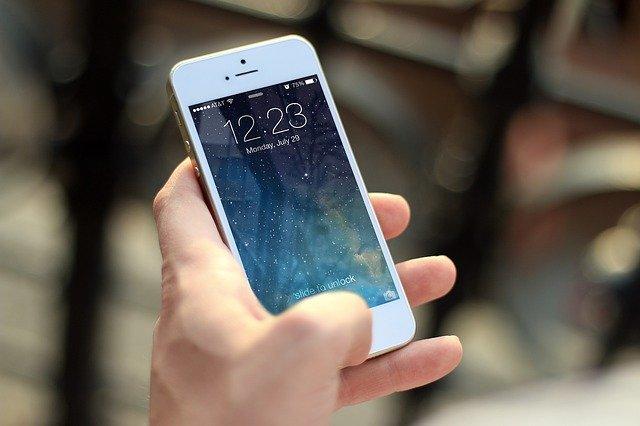 Operačním systémem elektroniky Apple je iOS.